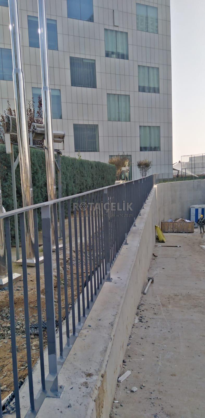 MESH Metal painted railing
